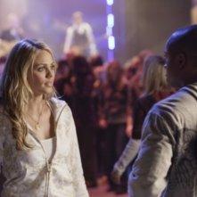 Laura Vandervoort con Sam Jones III  in una scena dell'episodio ' Hero ' della settima stagione della serie tv Smallville