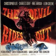 Lobbycard promozionale del film The Devil Rides Out