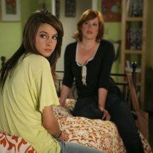 Molly Ringwald e Shailene Woodley in una scena dell'episodio La proposta di matrimonio de La vita segreta di una teenager americana