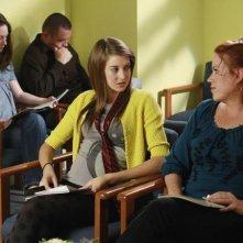 Shailene Woodley e Molly Ringwald in una scena dell'episodio Chocolate Cake de La vita segreta di una teenager americana