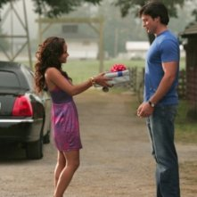 Tom Welling e  Christina Milian in una scena dell'episodio ' Il supereroe' della serie tv Smallville