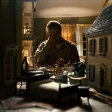 Stanley Tucci in una delle prime immagini di The Lovely Bones, il film di Peter Jackson ispirato ad 'Amabili resti' di Alice Sebold.