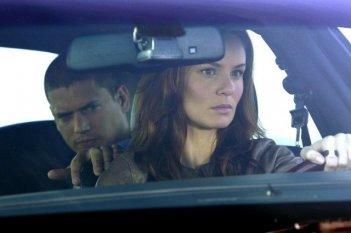 Wentworth Miller e Sarah Wayne Callies in una scena dell'episodio Vs. di Prison Break