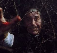 Christopher Lee in una scena de I satanici riti di Dracula