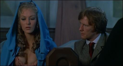 Dennis Waterman E Jenny Hanley In Una Scena De Il Marchio Di Dracula 113077