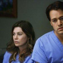 Ellen Pompeo e T.R. Knight in una scena dell'episodio Elevator Love Letter di Grey's Anatomy