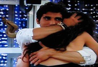 Grande Fratello 9, serata finale: Ferdi abbraccia Cristina dopo la sua eliminazione.