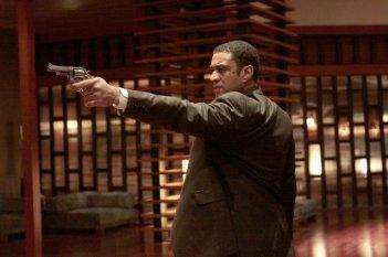 Harry Lennix in una scena dell'episodio Briar Rose di Dollhouse