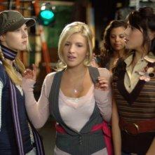 Alona Tal, Kate Albrecht, Daniella Monet nel film Taking 5