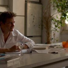 Colin Firth in un'immagine del film Genova