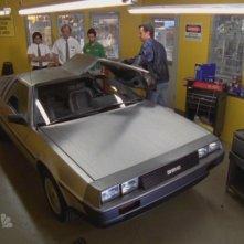 La fantastica DeLorean in una scena dell'episodio 'Chuck Versus the DeLorean' della seconda stagione di Chuck