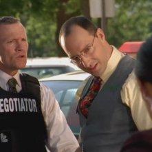 Michael Rooker insieme a Tony Hale nell'episodio 'Chuck Versus  Santa Claus' della serie tv Chuck