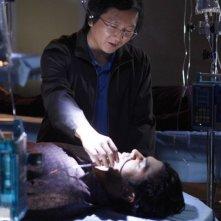 Sendhil Ramamurthy e Masi Oka in una scena di An Invisible Thread della terza stagione di Heroes