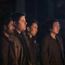 Sendhil Ramamurthy, Greg Grunberg, James Kyson Lee e Masi Oka in una scena di An Invisible Thread della terza stagione di Heroes