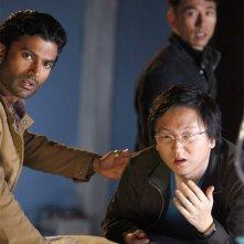 Sendhil Ramamurthy, James Kyson Lee e Masi Oka in una scena di An Invisible Thread della terza stagione di Heroes