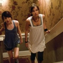 Emily Browning e Arielle Kebbel in un'immagine dell'horror The Uninvited