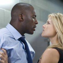 Idris Elba e Ali Larter in una scena del film Obsessed