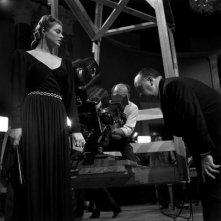 Hitchcock con Ingrid Bergman sul set di Notorius