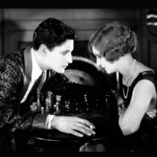 Ivor Novello e June in una scena de Il pensionante