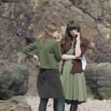 Keira Knightley e Carey Mulligan ripassano la parte pensierose sul set di Never Let Me Go