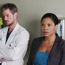 Audra McDonald ed Eric Dane in una scena dell'episodio Before and After di Grey's Anatomy