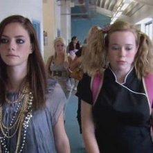 Kaya Scodelario e Lisa Backwell in una scena dell'episodio 'Everyone' della terza stagione della serie tv Skins