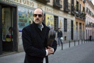Luis Tosar in una scena del film The Limits of Control