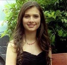 Monica Lopera è Isabella Nieto nel serial tv En los tacones de Eva