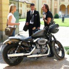 Pietro Sermonti, Alessia Marcuzzi e Luca Ward in una scena del film TV Un amore di strega