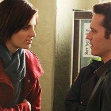 Stana Katic e Seamus Dever in una scena dell'episodio Nanny McDead di Castle