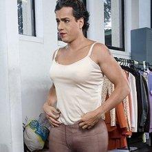 Sul set di En los tacones de Eva: Jorge Enrique Abello durante la trasformazione in 'Eva'.
