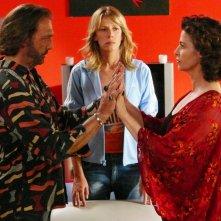 Alessia Marcuzzi tra Luca Ward e Anna Galiena nel film TV Un amore di strega