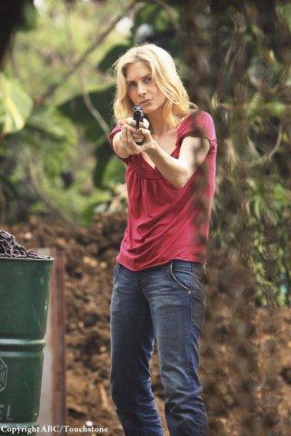 Elizabeth Mitchell nell'episodio The Incident, finale della stagione 5 di Lost