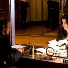 Ewan McGregor e Ayelet Zurer nel film Angeli e Demoni