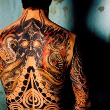 Jason Behr interpreta Jake Sawyer per il fim 'The Tattooist' (di schiena)