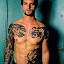 Jason Behr interpreta Jake Sawyer per il fim 'The Tattooist' (torso nudo frontale)