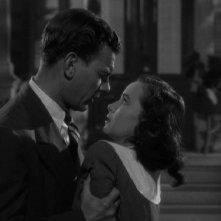 Joseph Cotten e Teresa Wright in una sequenza de L'ombra del dubbio