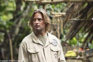 Josh Holloway in una scena dell'episodio The Incident, finale della stagione 5 di Lost