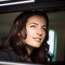 Vittoria Vetra (Ayelet Zurer) in macchina in una scena di Angeli e Demoni