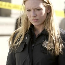 Anna Torv in una scena dell'episodio The Road Not Taken di Fringe