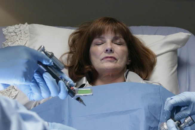 Blair Brown In Una Scena Dell Episodio There S More Than One Of Everything Di Fringe 114845