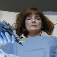 Blair Brown in una scena dell'episodio There's More Than One of Everything di Fringe