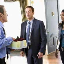 Damian Lewis, Gabriell Union e Kevin Kilner in una scena dell'episodio 'Initiative 38' della serie televisiva Life