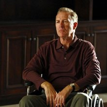 Geoffrey Pierson, nel ruolo di Charlie Crews Senior, in una sequenza dell'episodio 'Trapdoor' della serie tv Life