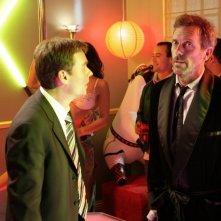 Hugh Laurie e Robert Sean Leonard  in una scena di A House Divided di Dr. House: Medical Division