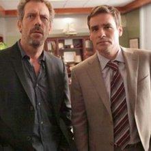 Hugh Laurie e Robert Sean Leonard  in una scena tratta da A House Divided di Dr. House: Medical Division
