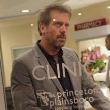 Hugh Laurie in una scena tratta da A House Divided di Dr. House: Medical Division