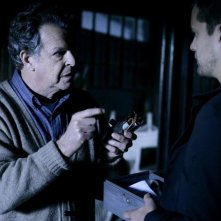 John Noble e Joshua Jackson nell'episodio There's More Than One of Everything di Fringe