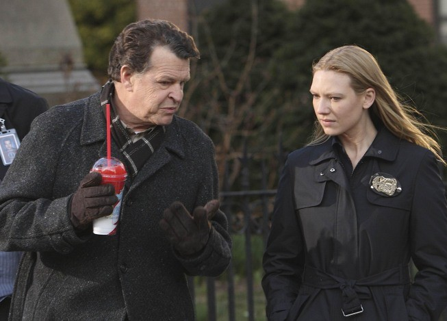 John Noble Ed Anna Torv In Una Scena Dell Episodio The Road Not Taken Di Fringe 114858