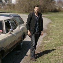 Joshua Jackson in una scena dell'episodio There's More Than One of Everything di Fringe